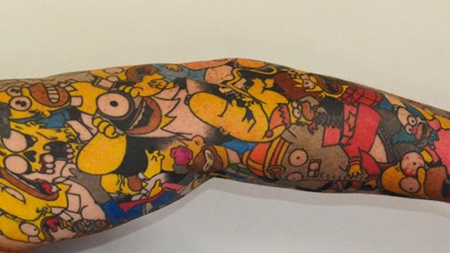 Новозеландец Ли Вейр попал в Книгу рекордов Гиннесса за татуировки с Гомером Симпсоном. Изображение № 1.