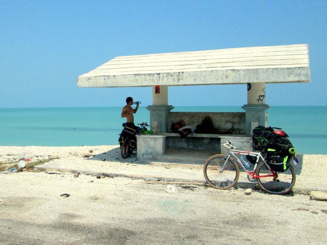 «Вся наша жизнь состоит из спусков и подъёмов»: Как я пересёк Мексику на велосипеде. Изображение № 11.