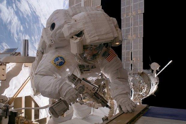 NASA опубликовало фотосессию, вдохновленную фильмом «Гравитация». Изображение № 6.