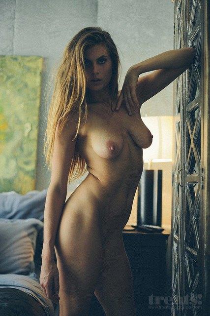 Кэмерон Дэвис сфотографил Челси Фриборн для нового номера журнала Treats!. Изображение № 6.