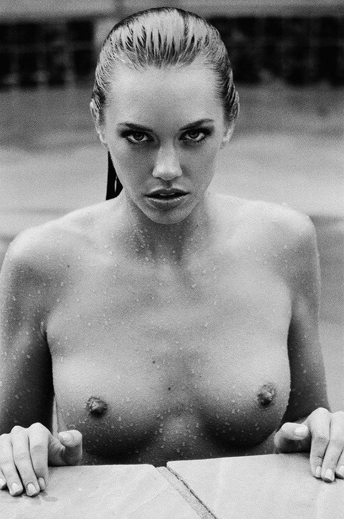 Американская модель Яна Ли сфотографировалась для эротического блога Nowear Land. Изображение № 3.