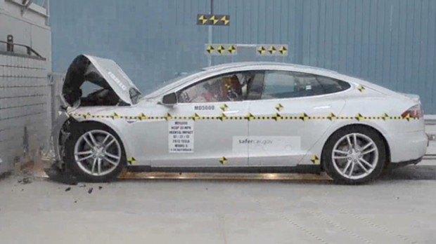 Электромобиль Tesla S сломал пресс для проведения краш-тестов. Изображение № 1.