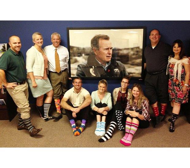 Американцы поздравили бывшего президента цветными носками. Изображение № 28.
