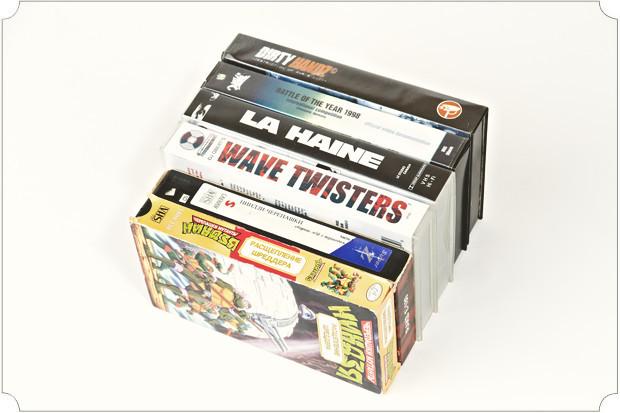 Видеокассеты чудом сохранились со школьных времен. Сразу видно, что учеба меня интересовала меньше всего.. Изображение № 14.