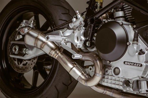 Основатель Atom Bomb Custom Motorcycles практически вручную собрал кастом на основе Ducati 900SS. Изображение № 3.
