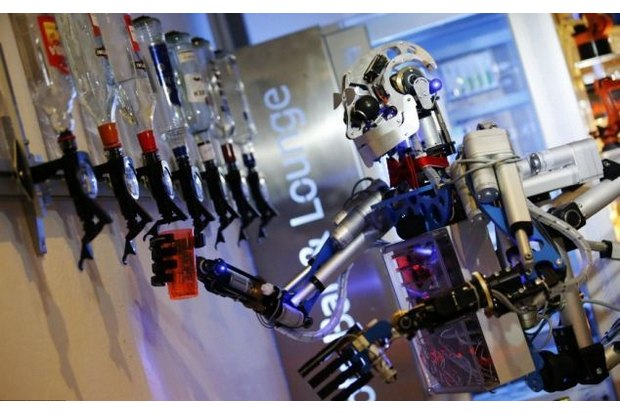 В Германии открылся бар с роботом-барменом. Изображение № 3.
