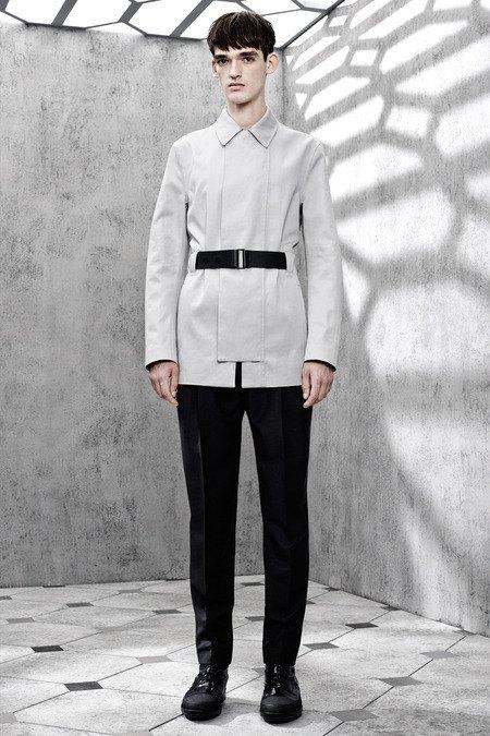 Французский бренд Balenciaga опубликовал лукбук новой коллекции. Изображение № 22.
