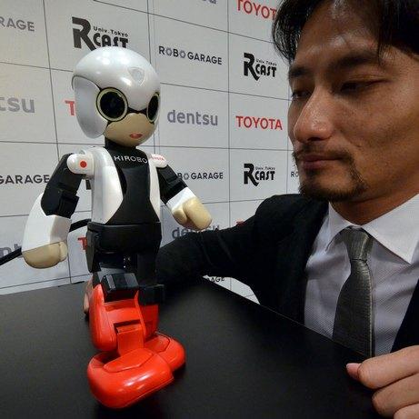Японцы отправили на орбиту говорящего робота. Изображение № 2.