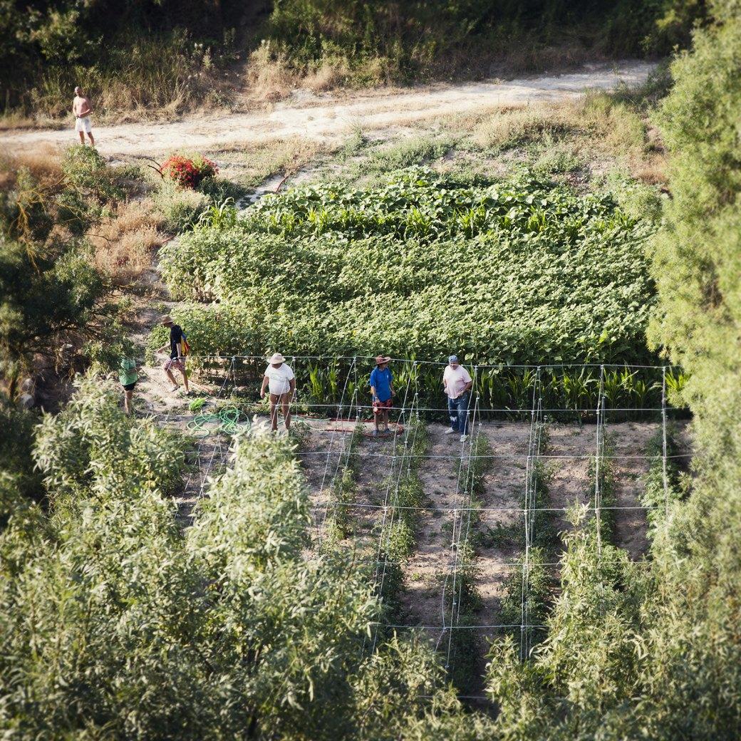 Фотопроект: Как испанские нудисты и нью-эйджеры восстанавливают заброшенные селения. Изображение № 4.