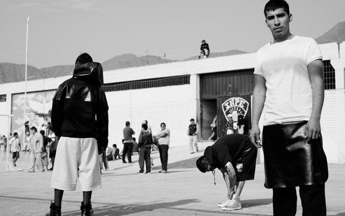 Как заключённые самой опасной тюрьмы Южной Америки шьют дизайнерскую одежду. Изображение № 8.