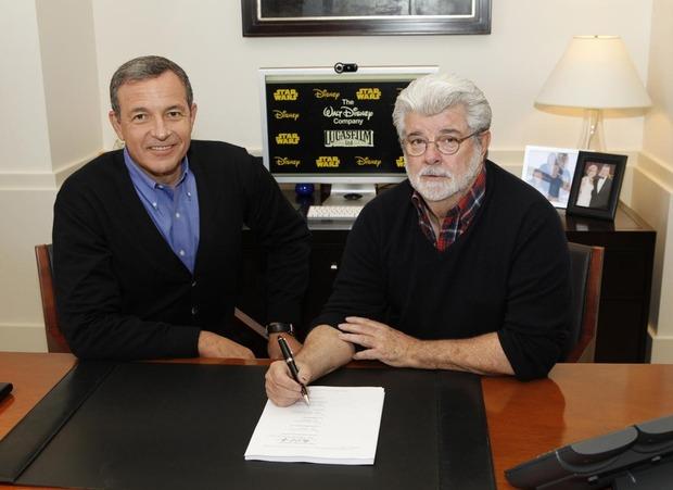 Гендиректор студии Disney Боб Айгер и Джордж Лукас заключают сделку. Изображение № 1.