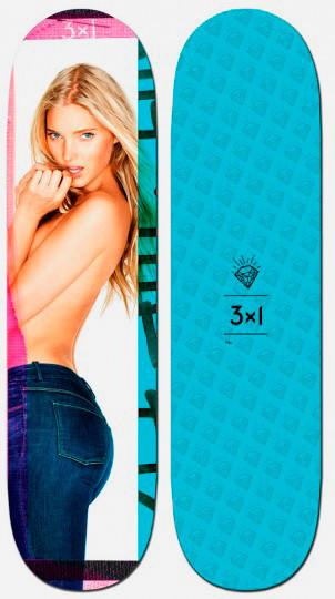 Марка 3x1 выпустила коллекцию дек для скейтбординга с обнаженными моделями. Изображение № 4.