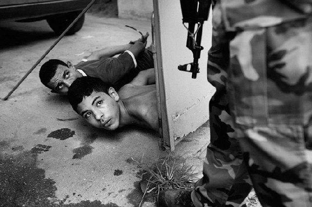 8 фотографов, исследовавших мир уличных банд. Изображение № 9.