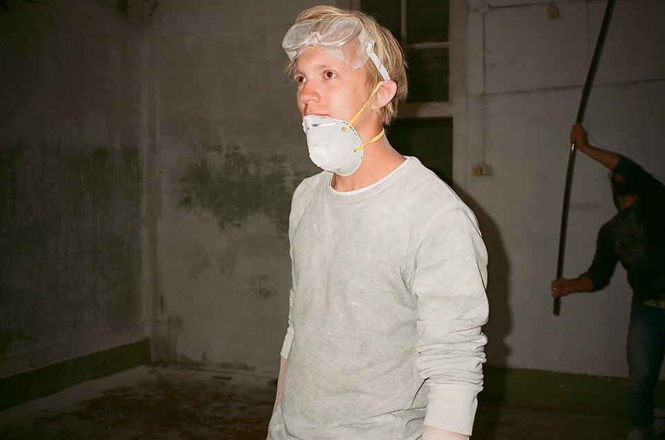 Фоторепортаж: Как мы сделали ремонт в мастерской силами редакции. Изображение № 9.