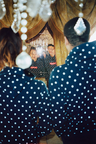 Марки Supreme и Comme des Garсons Shirt выпустили лукбук совместной коллекции одежды. Изображение № 4.