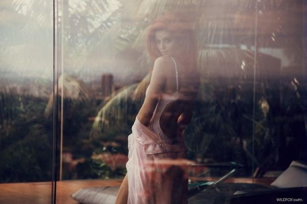 Модель Синтия Дикер снялась в рекламе купальников марки Wildfox. Изображение № 6.