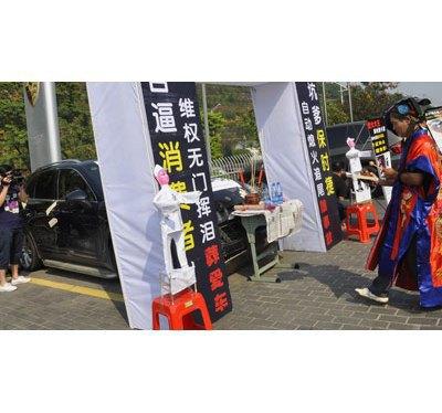 Китаец устроил похороны своему Porsche Cayenne. Изображение № 2.