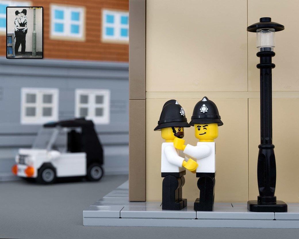 Bricksy: Работы Бэнкси из конструктора LEGO. Изображение № 4.