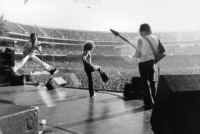 На YouTube выложили 12 тысяч ранее не публиковавшихся концертных видео легендарных рок-музыкантов. Изображение № 1.