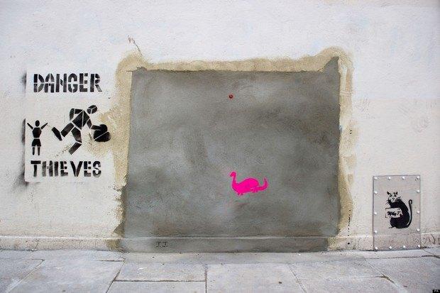 Кусок стены с работой Бэнкси вновь выставлен на аукцион. Изображение № 2.