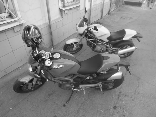В Москве официально открылся салон мотоциклов Royal Enfield. Изображение № 18.
