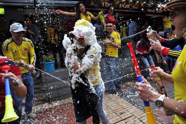 Чтобы предотвратить беспорядки, в Колумбии запретили продажу пены для бритья. Изображение № 1.