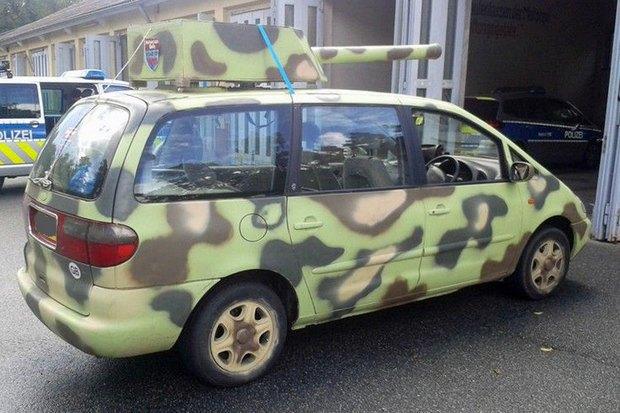 В Германии полиция задержала автомобиль-танк. Изображение № 2.