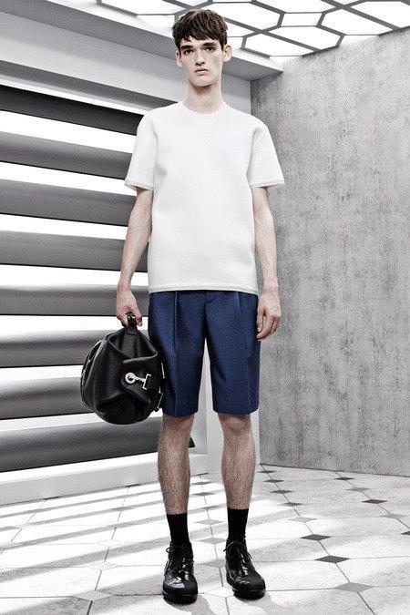 Французский бренд Balenciaga опубликовал лукбук новой коллекции. Изображение № 6.