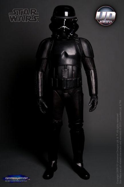 Мотоциклетный костюм, вдохновленный дизайном имперского штурмовика из «Звездных войн». Изображение № 6.