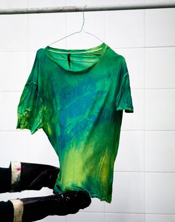 Nudie Jeans окрасили вещи из новой коллекции пигментом цветка вайды. Изображение № 8.