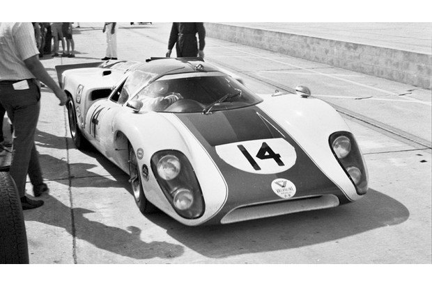 Гоночный автомобиль Lola T70 из фильма «Ле-Ман» со Стивом Маккуином выставлен на аукцион. Изображение № 2.