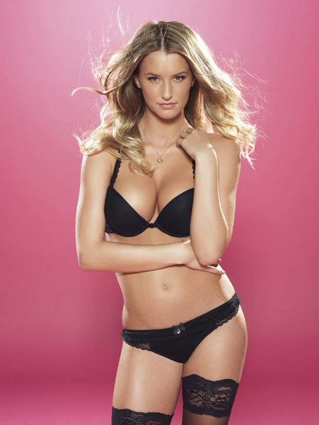 Английская модель Даника Тралл снялась для журнала Nuts. Изображение № 3.