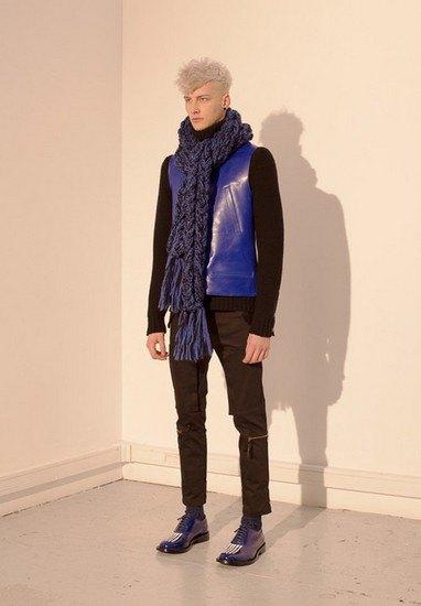 Марка Undercover опубликовала лукбук осенней коллекции одежды. Изображение № 29.