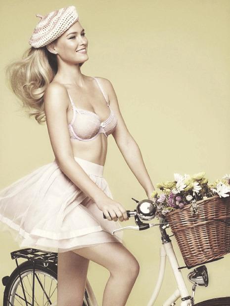 Модель Бар Рафаэли снялась в рекламе белья Passionata. Изображение № 1.