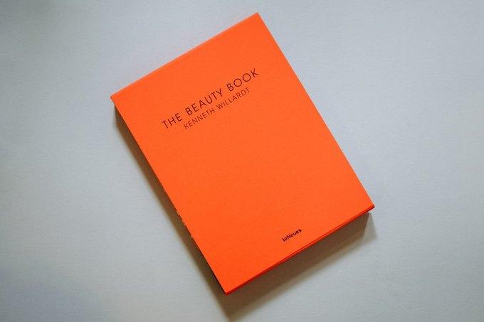 Вышла книга о красоте с фотографиям Хлои Севиньи и Адрианы Лимы. Изображение № 4.