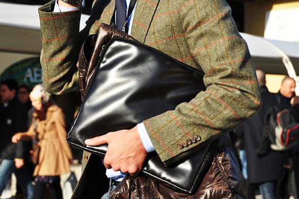 Изображение 23. Шарфы, клатчи, клетчатые пиджаки и подвернутые джинсы.. Изображение № 57.