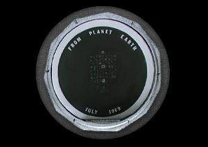 Космический мусор: Ботинки, фотоаппарат Hasselblad и другие предметы, найденные NASA на Луне. Изображение №16.