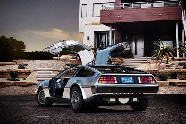 DeLorean из «Назад в будущее» перешёл с бензина на электричество. Изображение № 1.