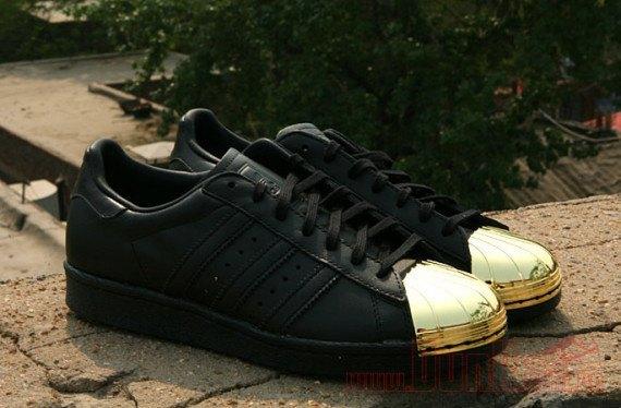 Adidas Originals выпустила кроссовки Superstar 80s с металлическими мысками. Изображение № 5.