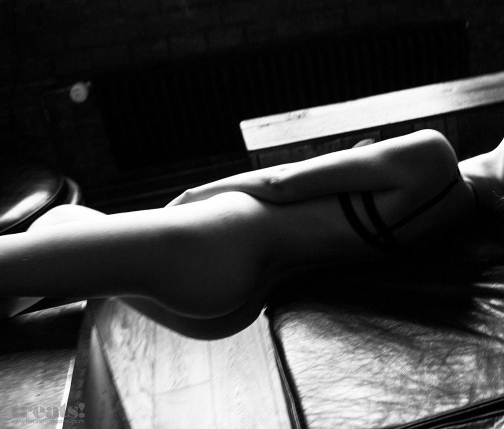 Юрий Тресков сфотографировал Дашу Александрову для нового номера журнала Treats!. Изображение № 5.