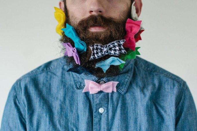 Американец научил свою бороду держать предметы. Изображение № 10.