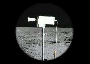 Космический мусор: Ботинки, фотоаппарат Hasselblad и другие предметы, найденные NASA на Луне. Изображение №11.