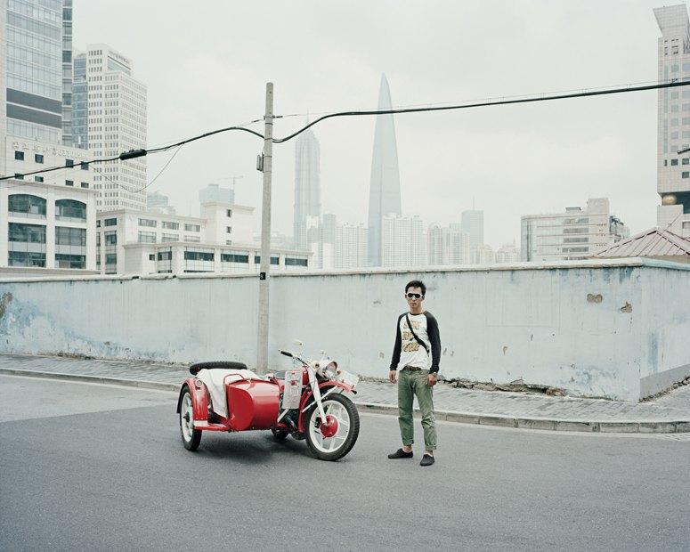 В люльке: Владельцы мотоциклов с колясками на фоне пейзажей Шанхая. Изображение № 10.