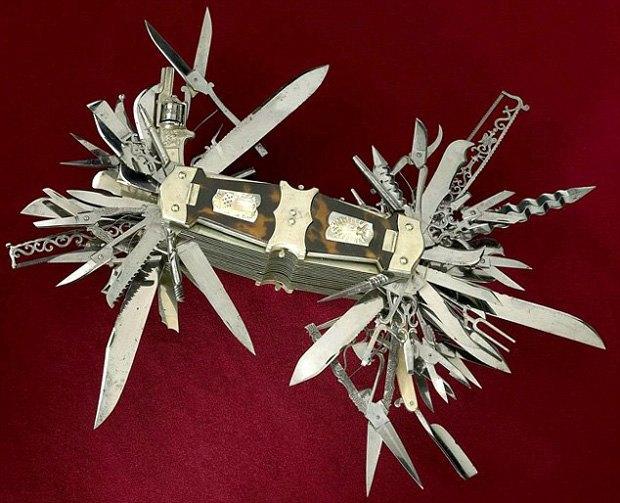 В музее США выставили «мать складных ножей» с сотней инструментов и револьвером в рукоятке. Изображение № 2.