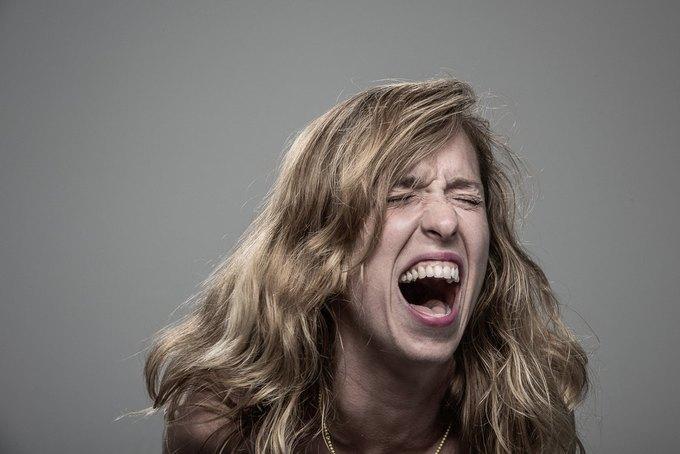 Фотограф снимал лица людей после удара шокером. Изображение № 6.