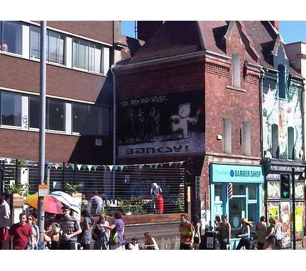 В Бристоле появилось граффити с танцующим брейк Иисусом. Изображение № 10.