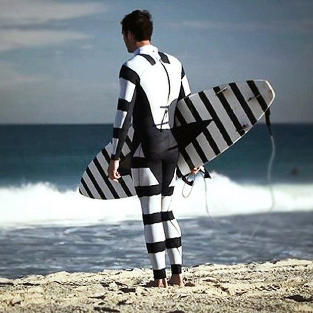 В Австралии создали гидрокостюм, отпугивающий акул. Изображение № 1.