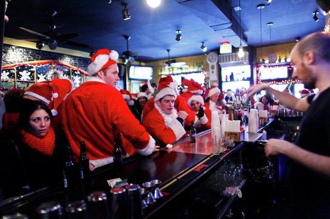 В Нью-Йорке произошла массовая драка Санта-Клаусов. Изображение № 4.