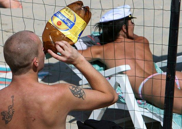 Депутаты Госдумы  хотят запретить продажу алкоголя в «баклажках». Изображение № 1.