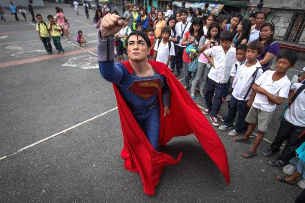 Филиппинец превратился в Супермена при помощи 13 пластических операций. Изображение № 2.